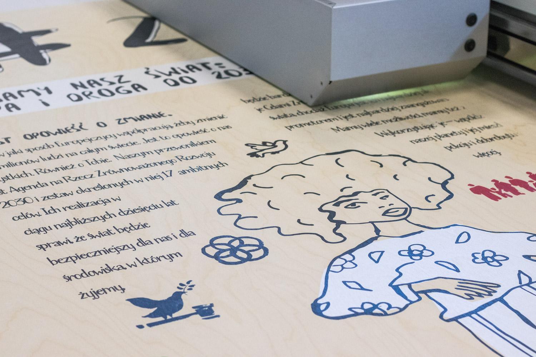tablice wystawowe drukowane na drewnie